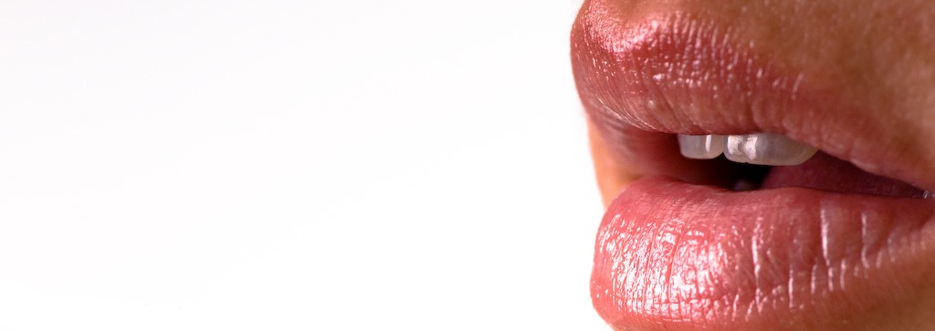 How to Plump Your Lips Naturally